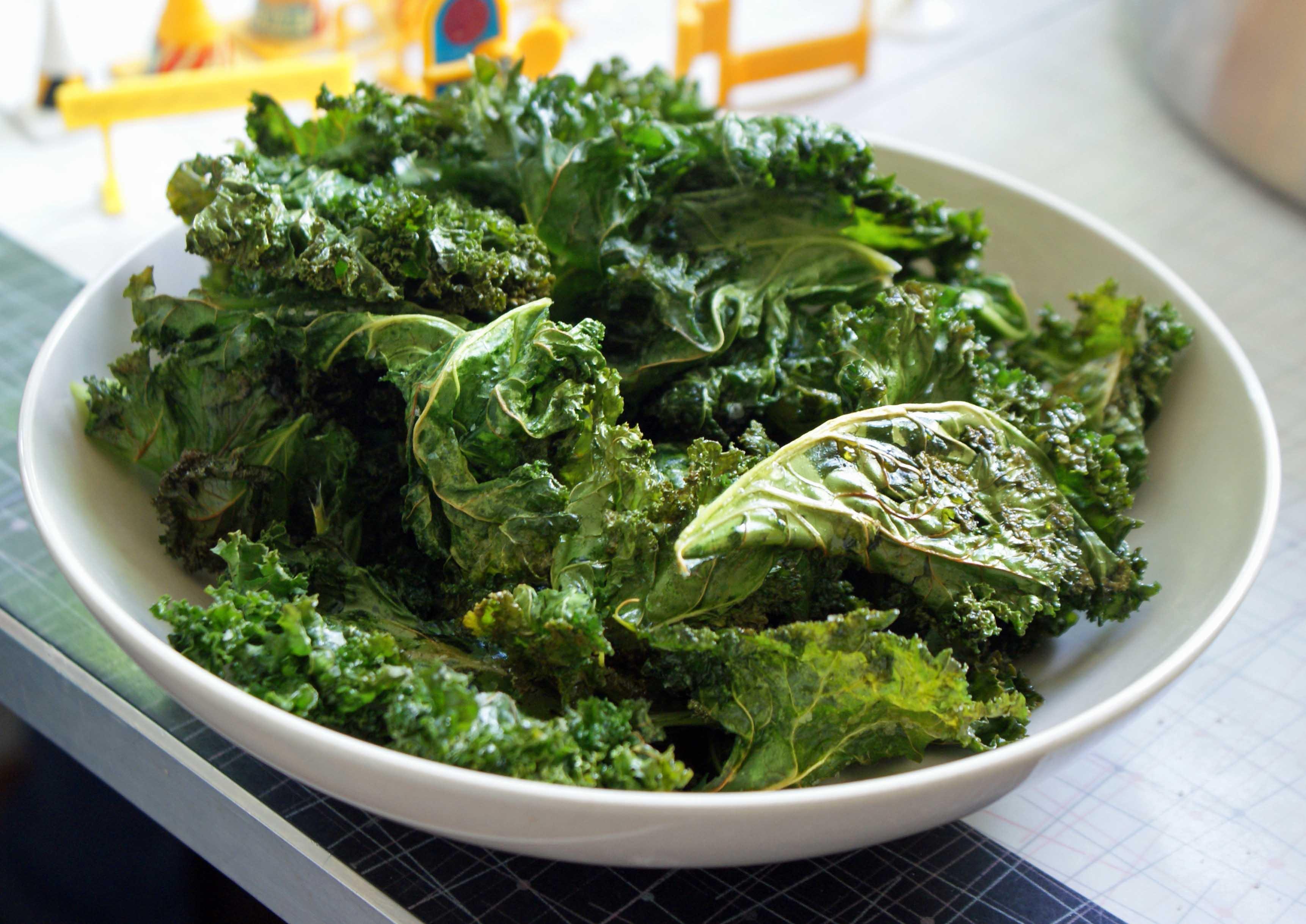 Best Crispy Baked Kale Chips | Tina Marinaccio